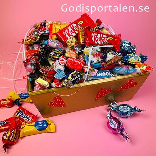 Alla Hjärtans Dag - Guld Tråg med 3 kg lyxigt godis - Godisportalen.se