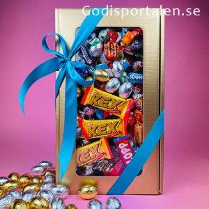 Låda i guld med inslaget godis för påsk - Godisportalen.se