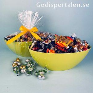 Påskgondol fyll med härligt inslaget påskgodis | godisportalen.se