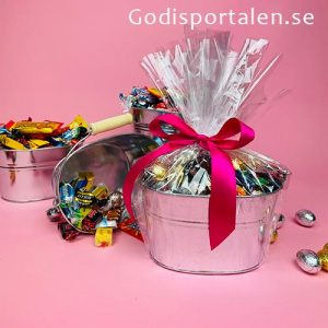 Hink med godis för påsk, inslaget i cellofan - Godisportalen.se