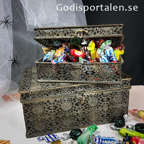 Halloweenkista Godis - Exklusiv metall kista fylld med lyxigt & gott godis - godisportalen.se